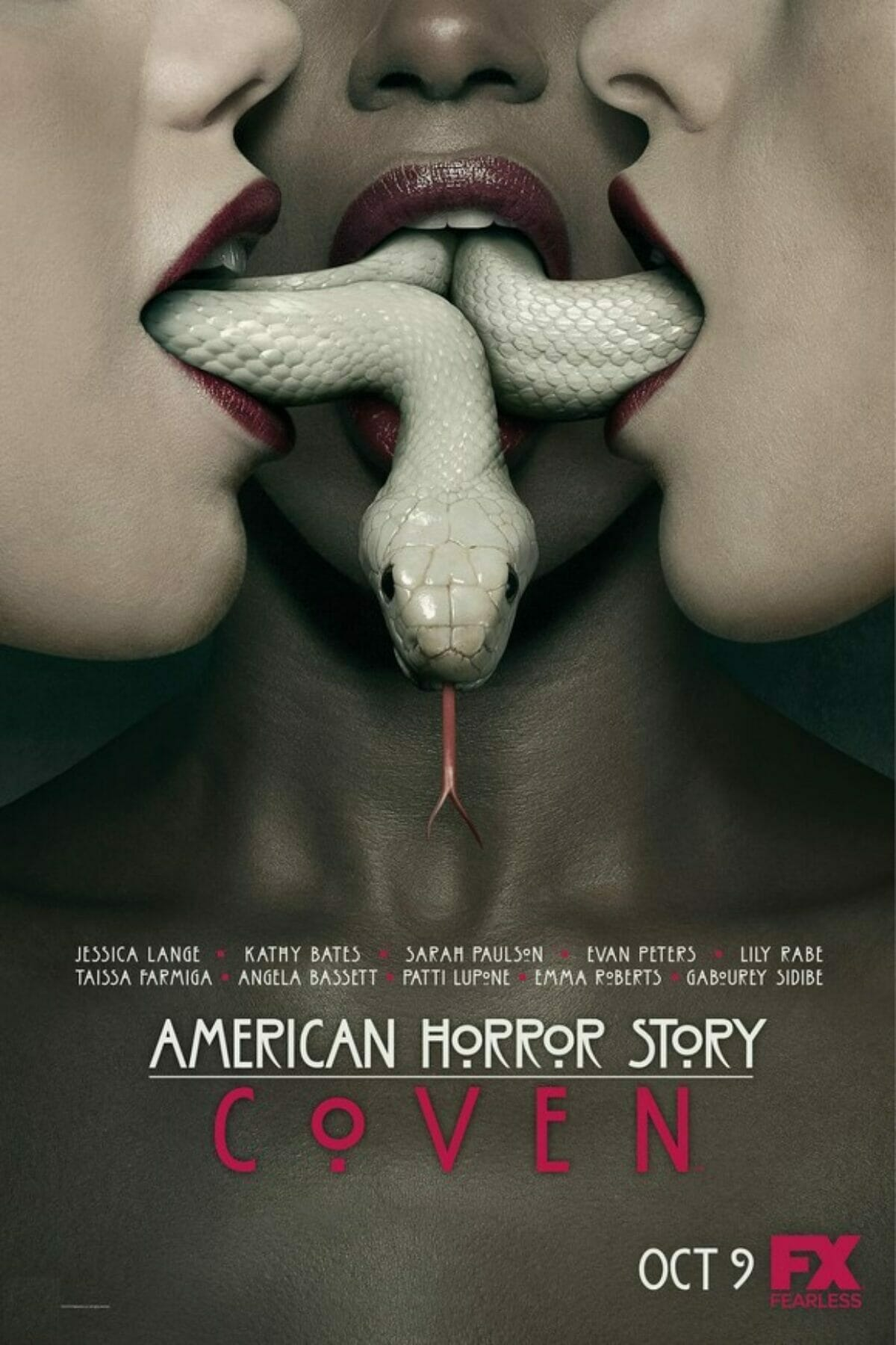 Poster-American-Horror-Story-Saison-3-1