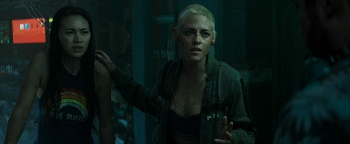 Underwater-Kristen-Stewart-Jessica-Henwick