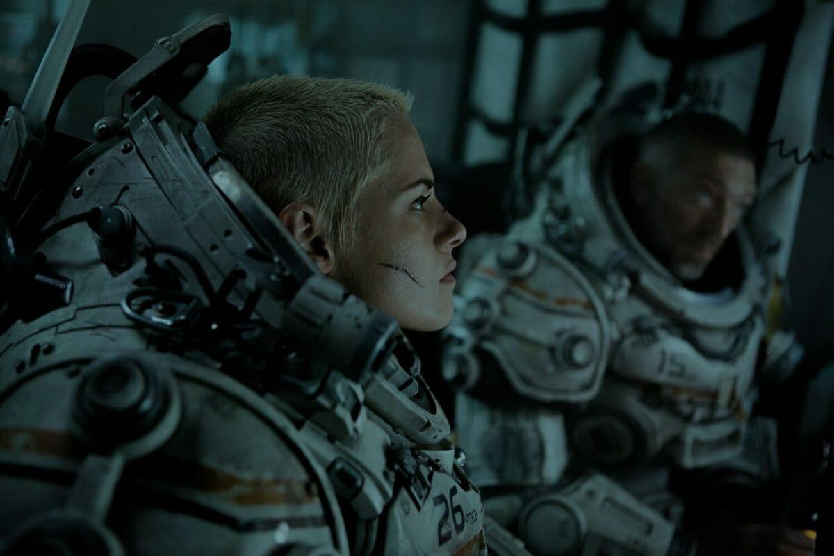 Underwater-Kristen-Stewart-Vincent-Cassel